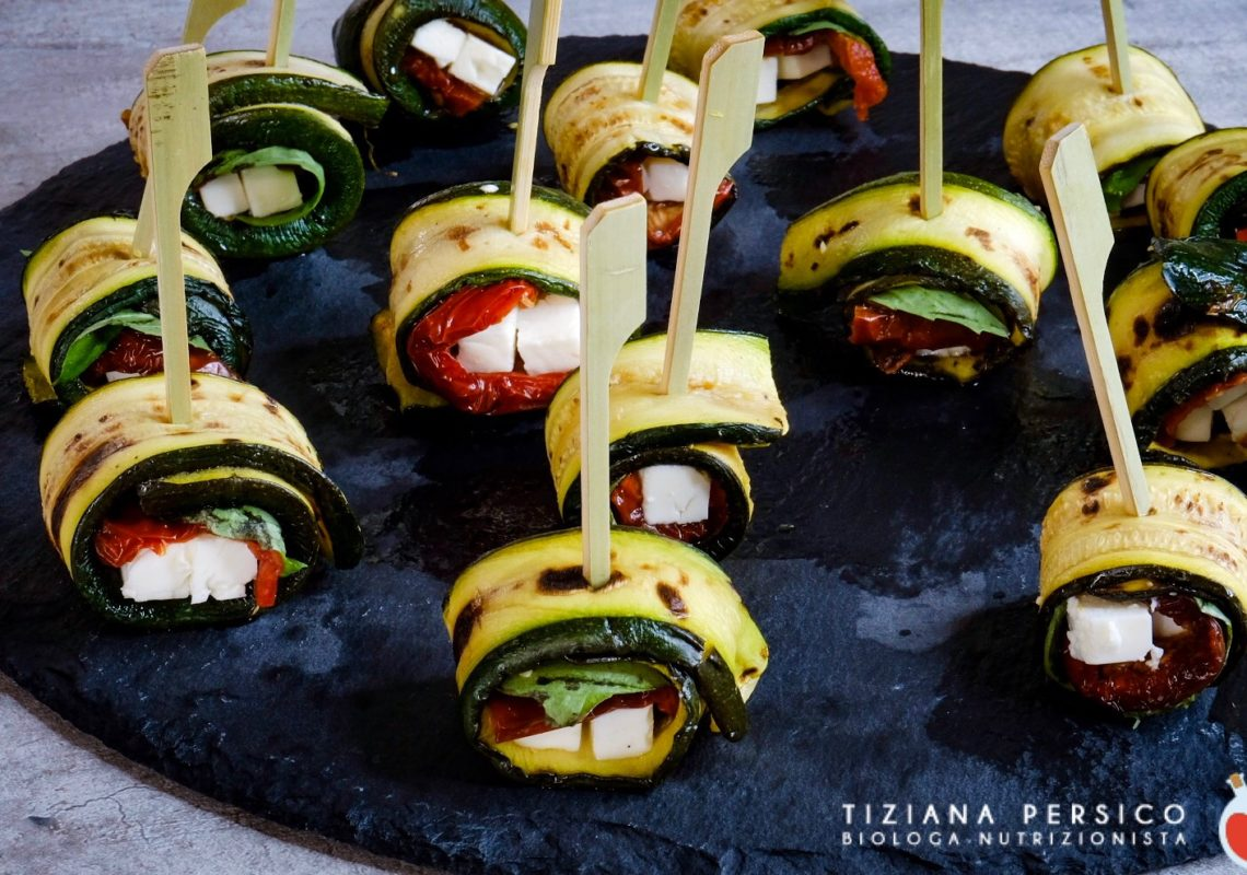 Rotolini di zucchine con pomodori secchi e feta